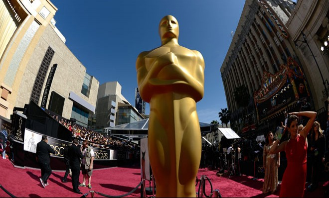 oscar-stands-tall-on-the-red-carpet-at-the-academy-awards