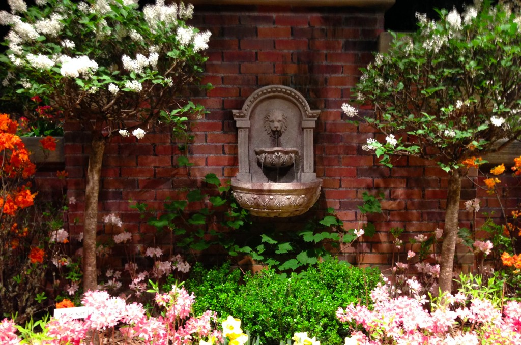 macy's - secret garden show -  fountain - 2014