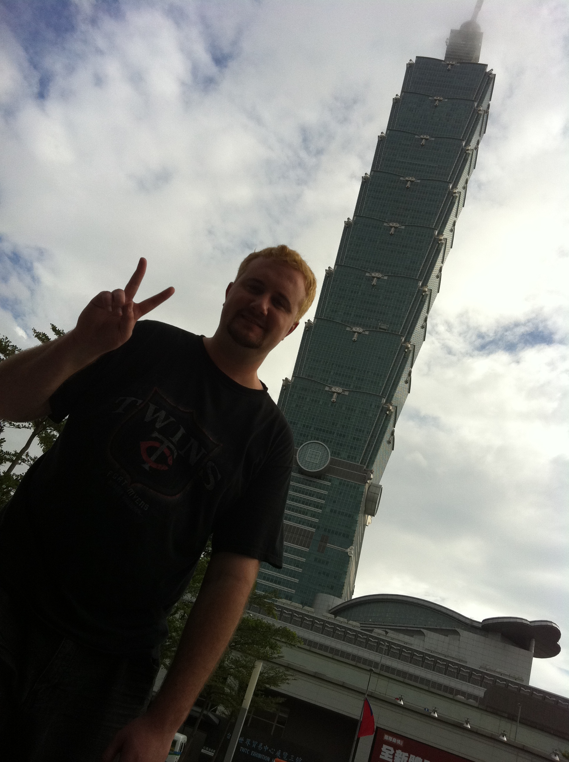 This Minnesotan Stands Before Taipei 101