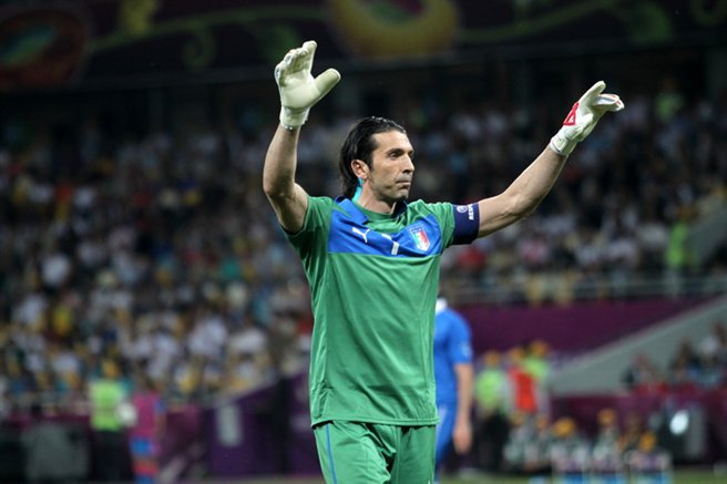 Gianluigi_Buffon_Euro_2012_vs_England_04