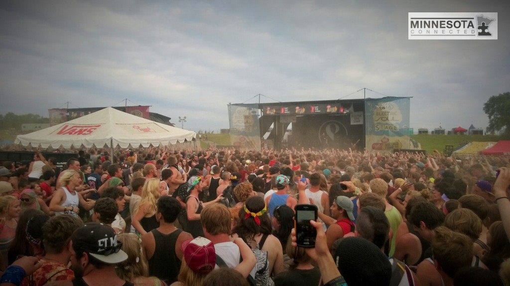 warped tour of mice and men crowd