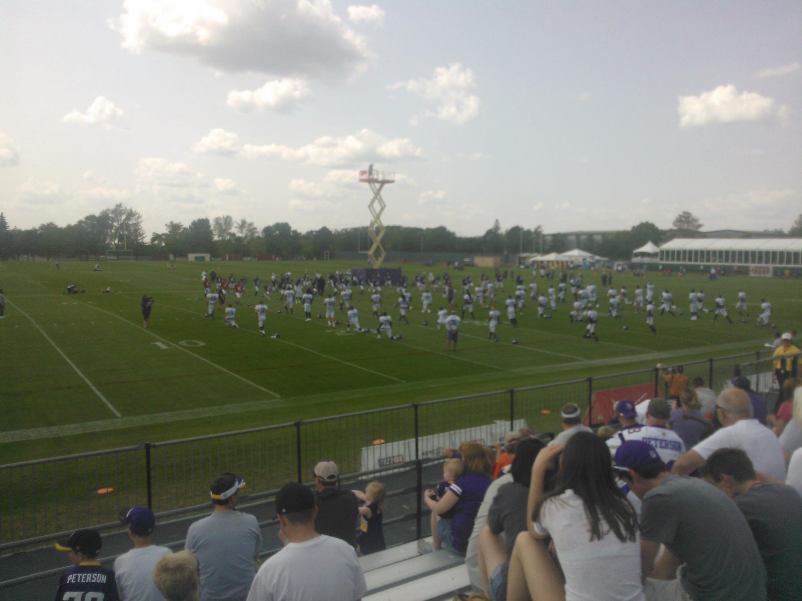 Vikings Stretch Before Afternoon Practice (Erik Bergs)