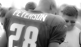 Adrian Peterson Signs With New Orleans Saints — But No One in Minnesota Cares