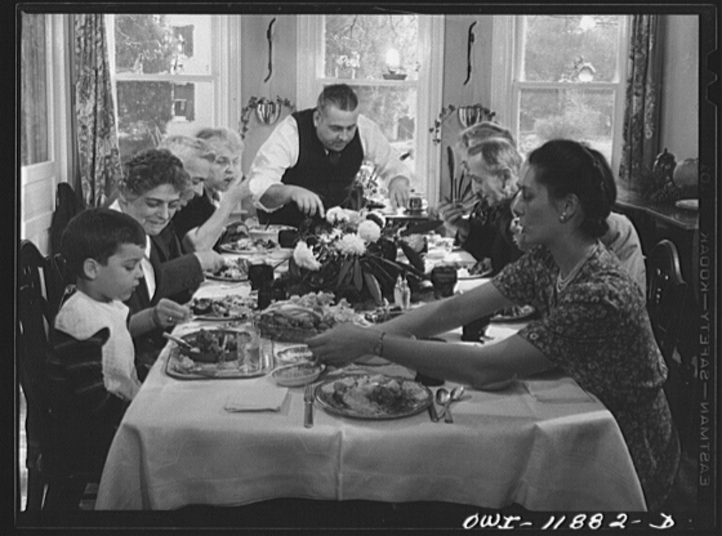 Thanksgiving_dinner_at_the_house_of_Earle_Landis_8d10757v