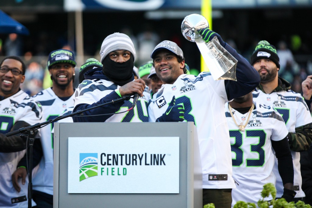Russell_Wilson,_Marshawn_Lynch_with_Lombardi_Trophy